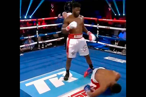 Боксер нокаутировал соперника «ударом грома»