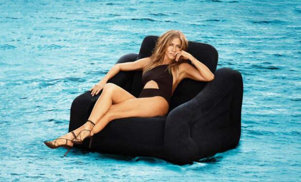 Дженнифер Энистон показала себя в купальнике: поклонники не верят, что ей 50