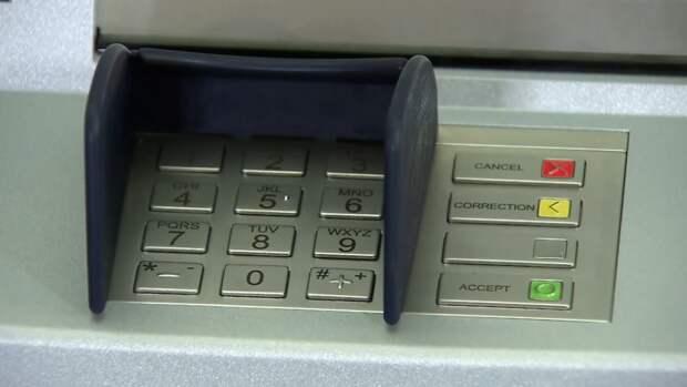Петербурженка украла из банкомата в метро 50 тыс. рублей