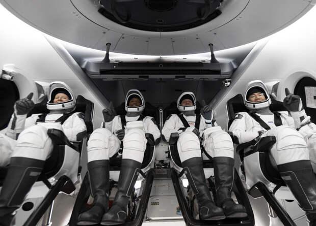 Crew Dragon во второй раз отправил астронавтов на МКС