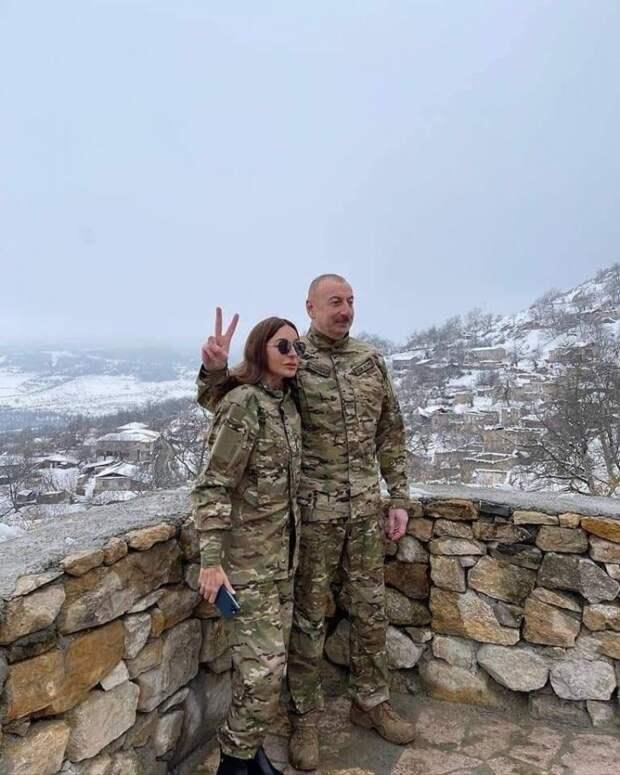 Алиев с семьей в Карабахе