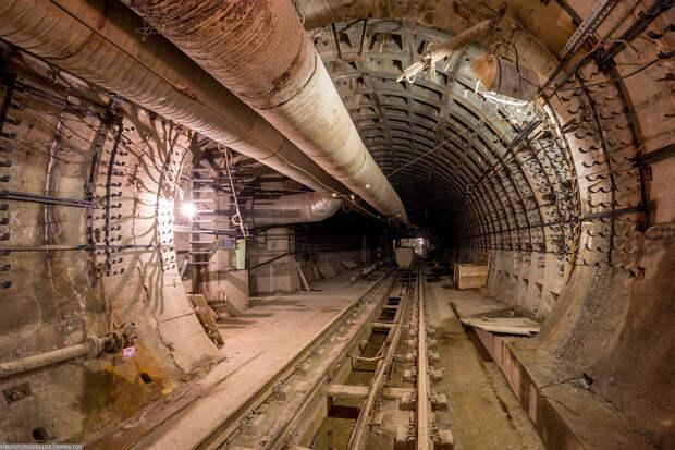 Петербуржцы годами ждут открытия новых станций метро