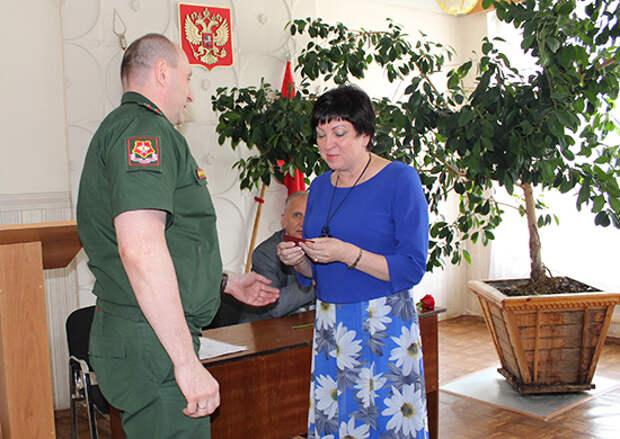 Военком Пензенской области вручил удостоверение к боевой награде внучке фронтовика, погибшего при форсировании реки Одер