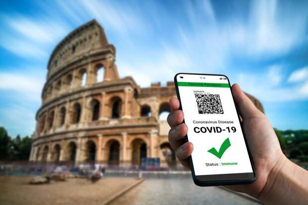 Власти Италии ввели COVID-паспорта для всех работников