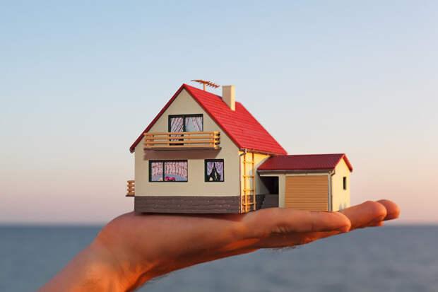 Дочь позвонила и попросила поселить родителей ее мужа в нашем домике у моря, мы отказались, а она обиделась