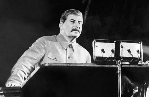 Школьники будут изучать «Домострой» и речь Сталина