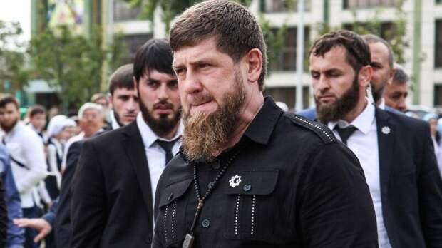 """Кадыров предложил Нурмагомедову выйти на поединок с бойцом """"Ахмата"""" за """"любой"""" гонорар"""