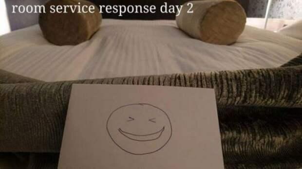 Мужчина решил подшутить над горничной в отеле. Вот что он нашел на своей кровати, когда вернулся