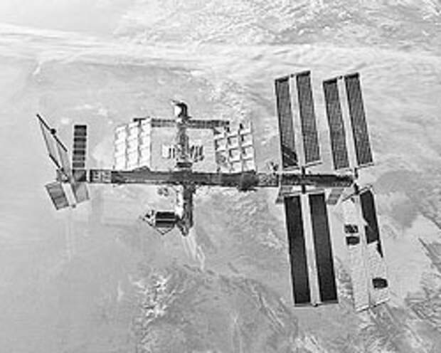 Свой единственный космический корабль SpaceX Dragon США припарковали к МКС буквально на днях, а перспектива очередного запуска крайне туманна (Фото: NASA)