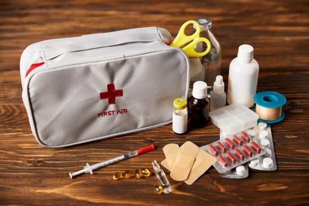 Что положить в аптечку для отпуска: рекомендации медиков