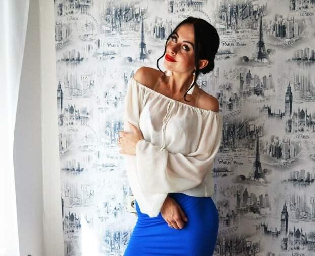 Девушка в блузке с открытыми плечами. /Фото: images.shafastatic.net