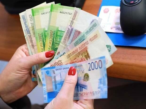 Найдено объяснение, почему россияне по-прежнему предпочитают наличные деньги