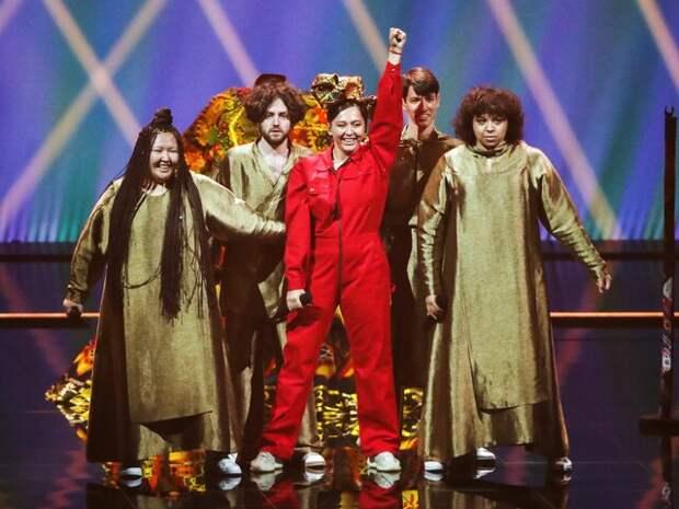 """Мама и сестра приехали поддержать Manizha на """"Евровидении"""""""