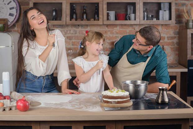 Перечислены самые популярные у россиян песни для приготовления пищи