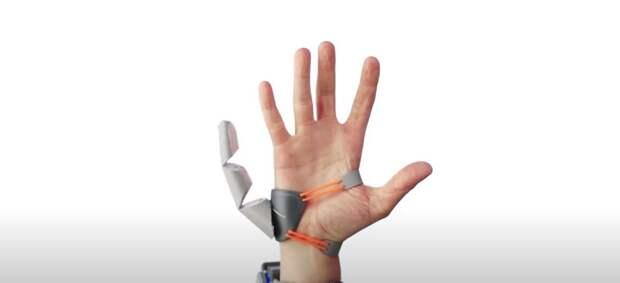 Учёные разработали третий большой палец, которым люди управляли при помощи ноги