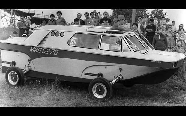 Футуристическую, всегда собирающую толпы любопытных конструкцию, которую в те годы называли Земновод, построил москвич Д. Кудрячков. Изобретатель, авто, автодизайн, автомобили, самоделка, самодельный авто, своими руками