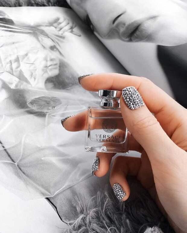 Яркие идеи маникюра для коротких ногтей к новому 2020 году