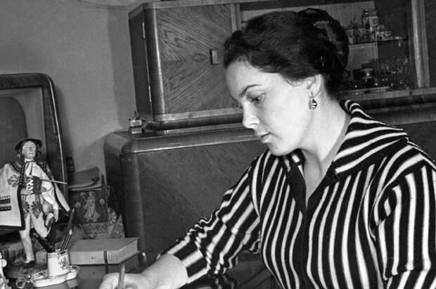 Элина Быстрицкая, 1950 год.