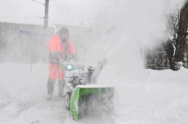 На Карельском бульваре убрали снег и наледь