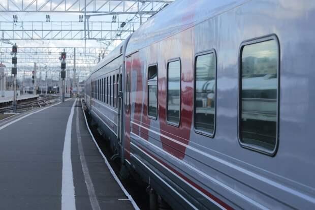 Запуск дополнительных поездов между Москвой и Ижевском, крушение вагонов с углём в Амурской области и стрельба с семью ранеными в США: что произошло минувшей ночью