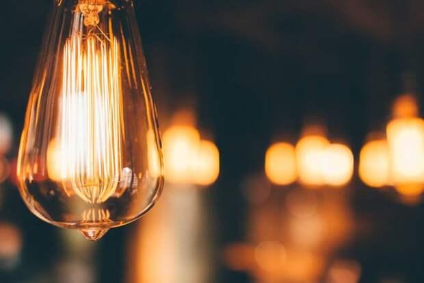 В подъезде дома на Новой заменили светильники