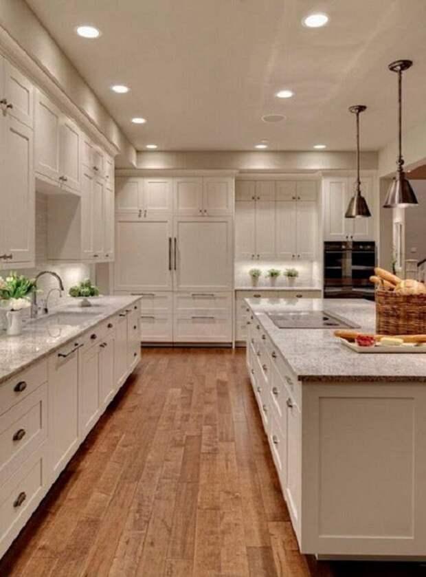 Симпатичное и очень красивое решение для кухни, что оформлена в красивых белоснежных тонах.