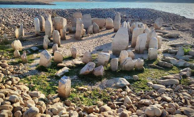 Стоунхендж в Испании: озеро высохло и обнажило древнюю постройку