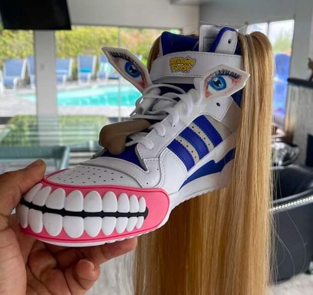 Новый дизайн кроссовок Adidas с человеческим лицом вызвал жаркие споры в Сети