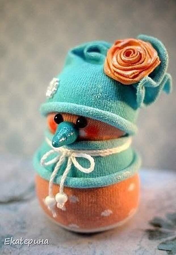 Снеговики из носочков для декора или для игры малыша!