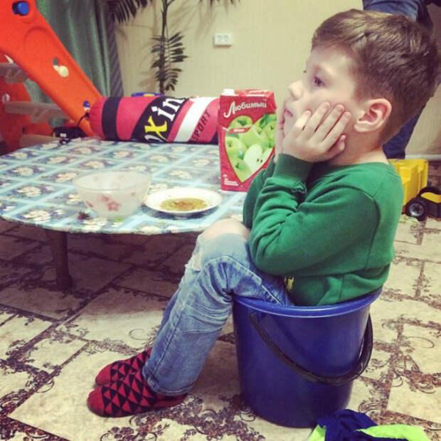 Странный детский стульчик. | Фото: Шняги.Нет.