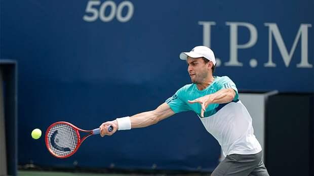Аслан Карацев вышел в четвертьфинал турнира в Дубае