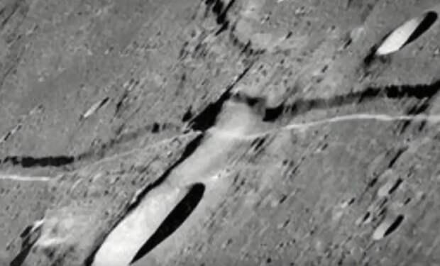 Астроном-любитель увидел над Луной движение объектов и снял их на видео