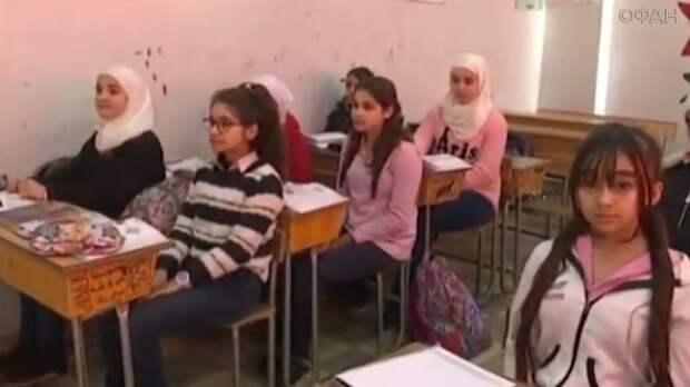 Сирийские школьники поздравили российских военных в Тартусе с Днем России