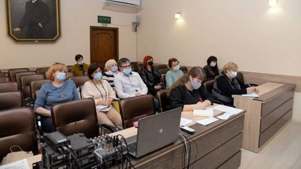 Вопросы занятости несовершеннолетних обсудили на комиссии