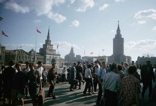 053 Комсомольская площадь