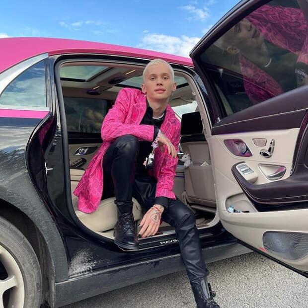 Лежать и никому не двигаться: Ксения Собчак подчинилась воле Дани Милохина