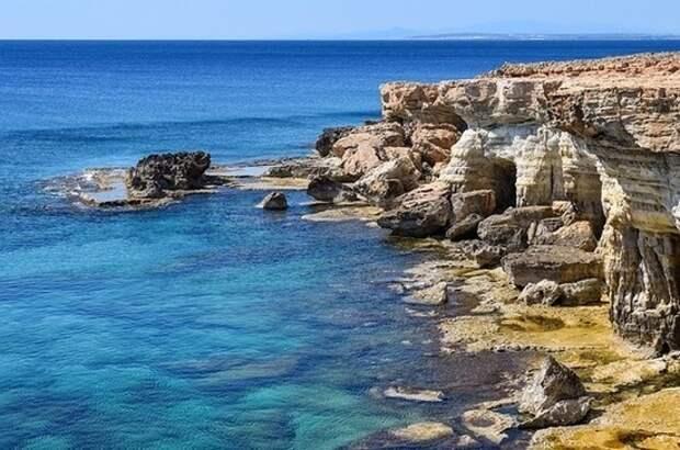 Кипр смягчил правила въезда для вакцинированных от COVID-19