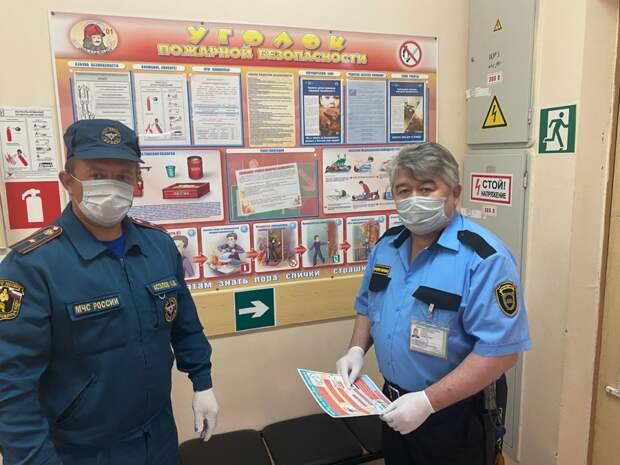Сотрудники МЧС Москвы по ЮВАО обеспечивают пожарную безопасность в период подготовки к проведению ЕГЭ