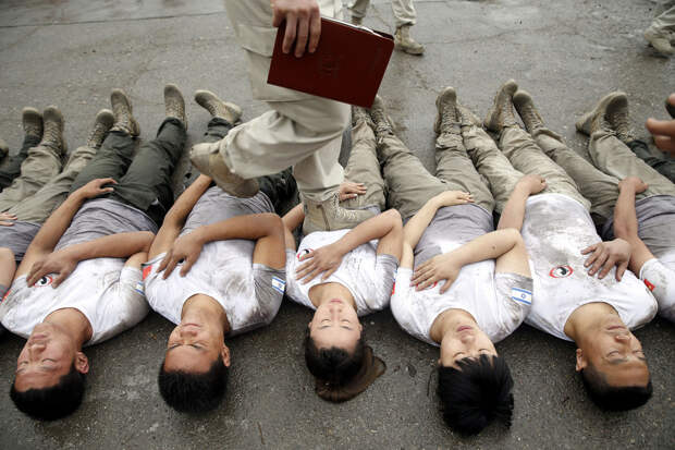 Как готовят элитных девушек-телохранителей в Китае