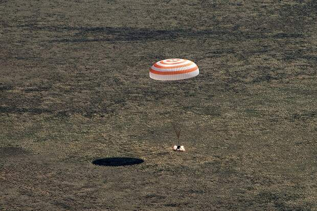 Спуск на Землю международного экипажа корабля «Союз МС-15». Фото: REUTERS