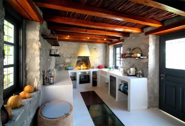 Подобная кухня лучше всего подойдет для частного дома