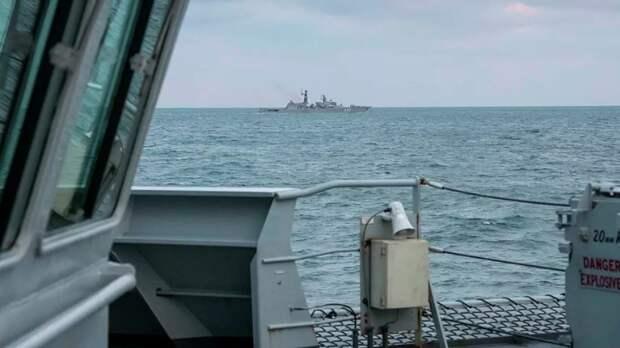 Британия направит два корабля в Ла-Манш после угроз Франции