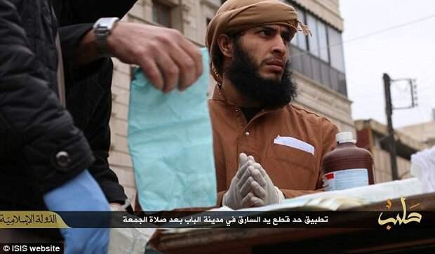 Как в Исламском государстве наказывают воров и шпионов. Наглядное пособие