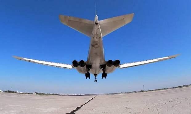 Ту-160 ВКС РФ показали возможность «дотянуться» вооружениями до Лондона в ответ на появление B-52H над Чёрным морем