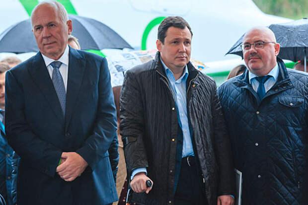 Андрей Силкин (справа) — выходец из Татарстана. Окончил в 1991 году Казанский мединститут по специальности «Лечебное дело»
