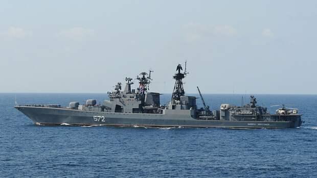 """Российские корабли Тихоокеанского флота """"Адмирал Трибуц"""" и """"Калар"""" зашли в порт Сингапура"""