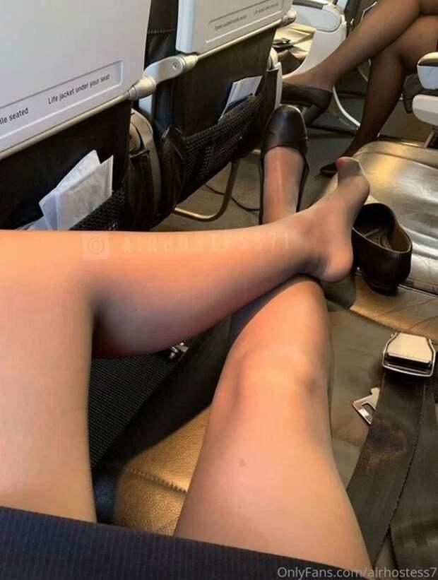 Наседьмом небе отудовольствия: британская стюардесса предлагает секс прямо наборту