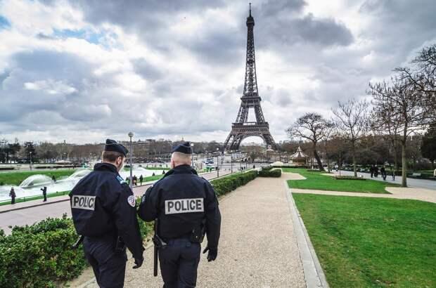 Риск гражданской войны: Французские военные вновь предупредили Макрона