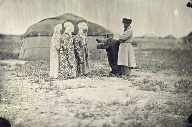 Смотрины жениха (1870–1880-е) дореволюционные снимки, интересно, кадр, россия, факты, фото