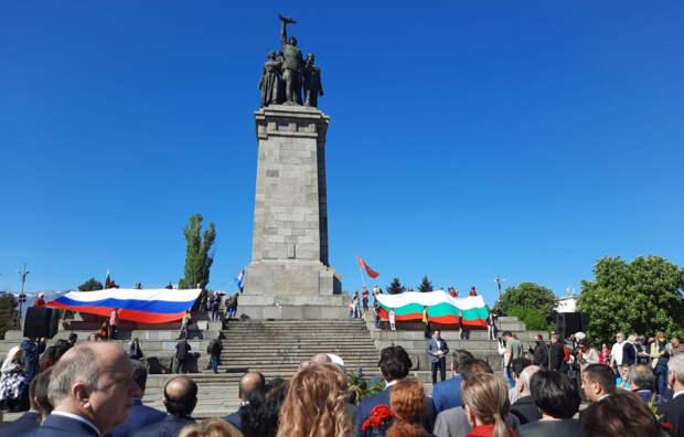 День Победы у памятника Советской армии в Софии